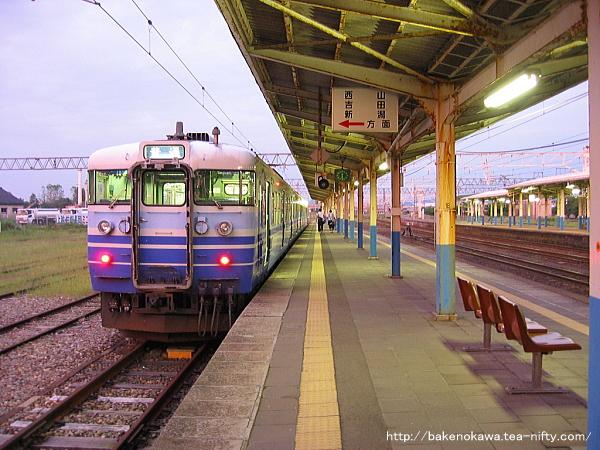 柏崎駅で待機中の115系電車