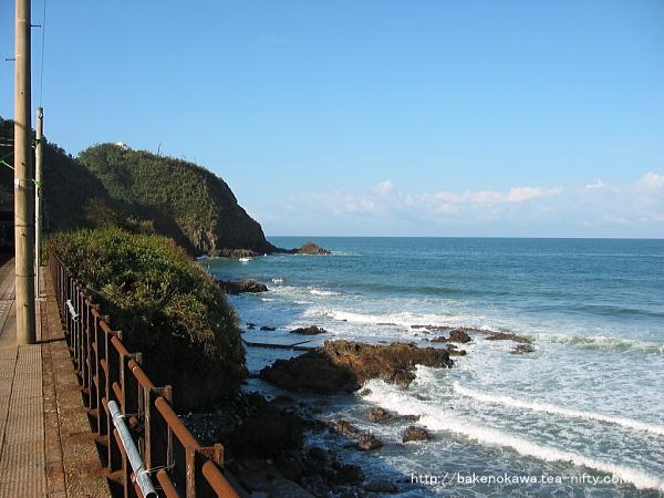 下りホームから見た日本海その2