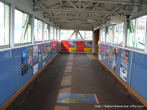 新井駅の跨線橋