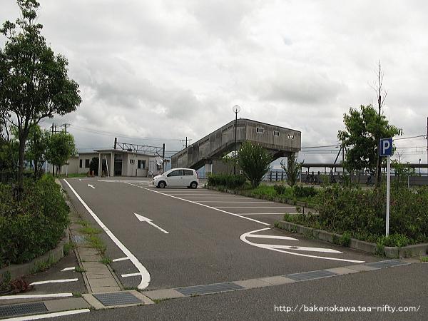 京ヶ瀬駅北口駅前広場