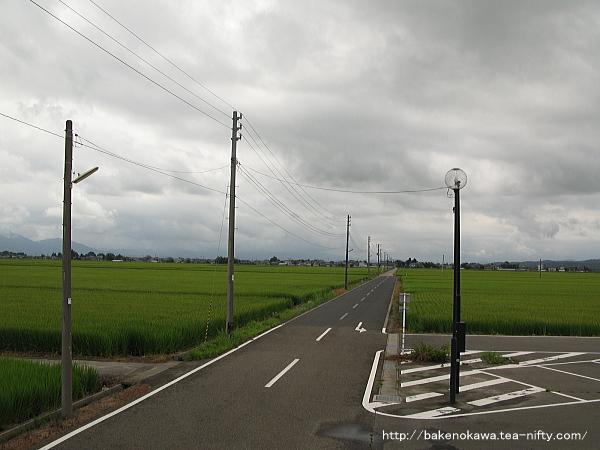 駅南口から延びる道路