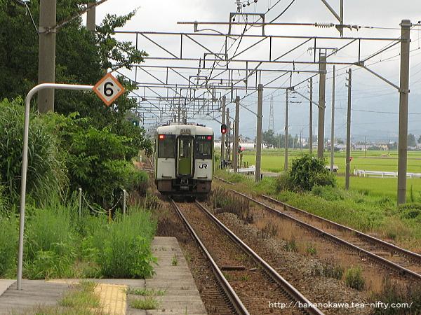 京ヶ瀬駅を出発するキハ110系気動車その二