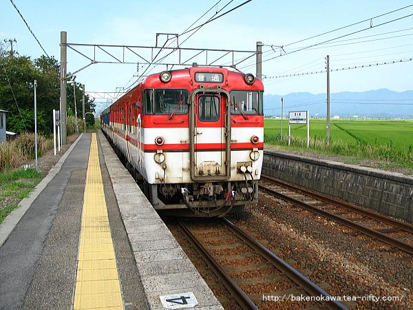京ヶ瀬駅を出発したキハ40系気動車その一
