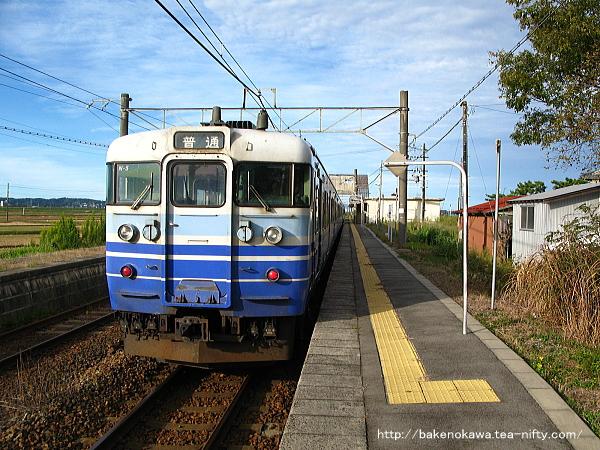 115系電車新津行が京ヶ瀬駅に停車中