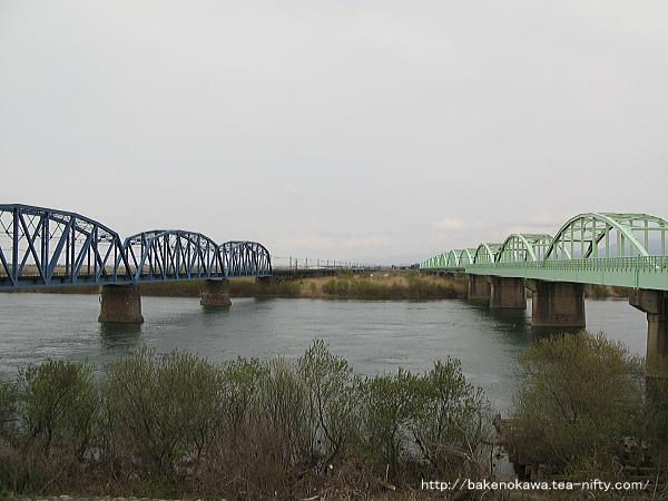 国道橋と阿賀野川鉄橋