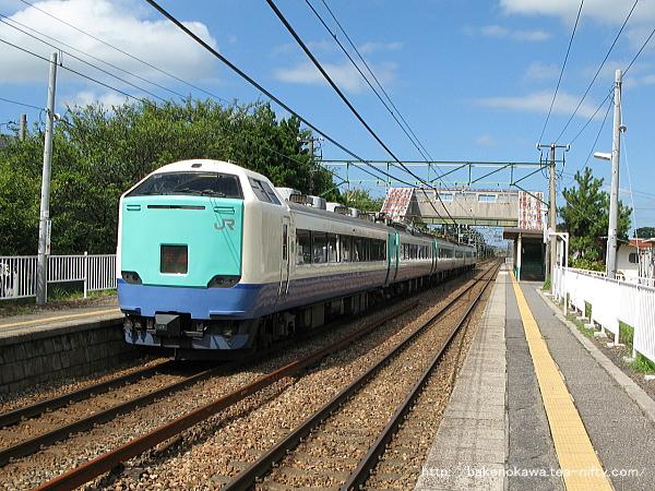 古津駅を通過する485系電車特急「北越」