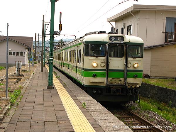 礼拝駅を出発する115系電車その1