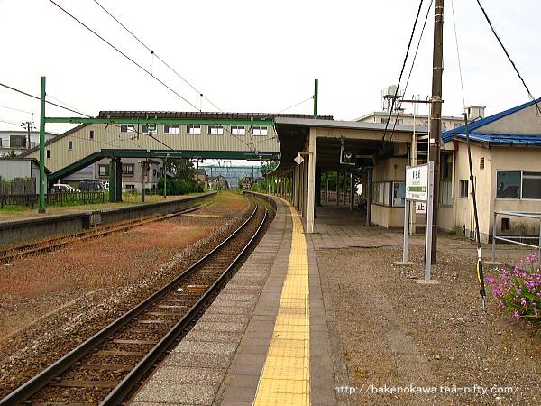 東柏崎駅のホームその3