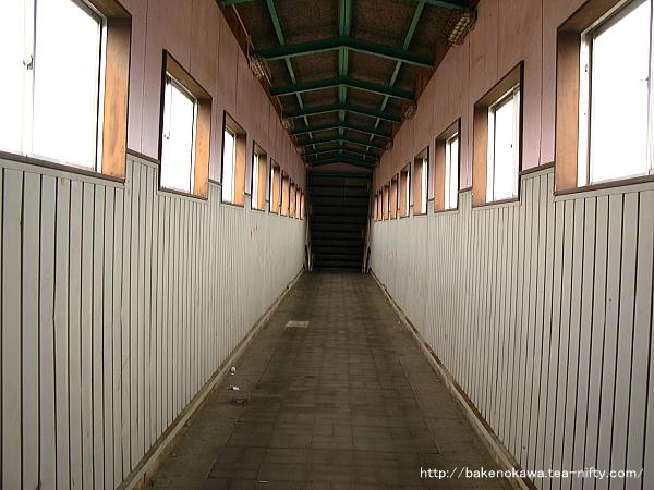 東柏崎駅の自由通路