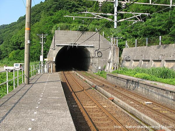 直江津方の浦本トンネル