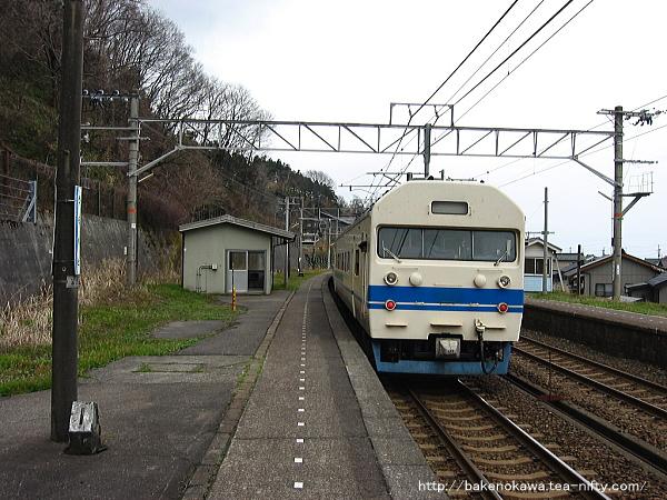 浦本駅に停車中の419系電車その1