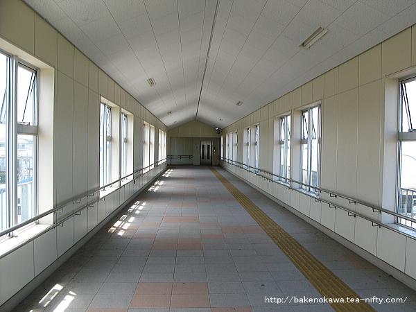 三条駅の自由通路