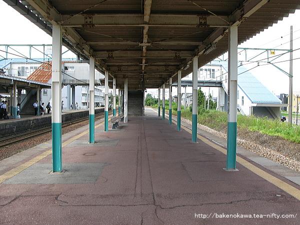三条駅の旧島式ホームその2