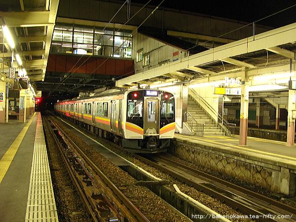 越後湯沢駅に停車中の115系電車その1