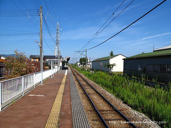 北吉田駅のホームその1