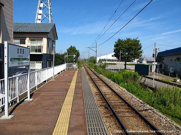 北吉田駅のホームその4