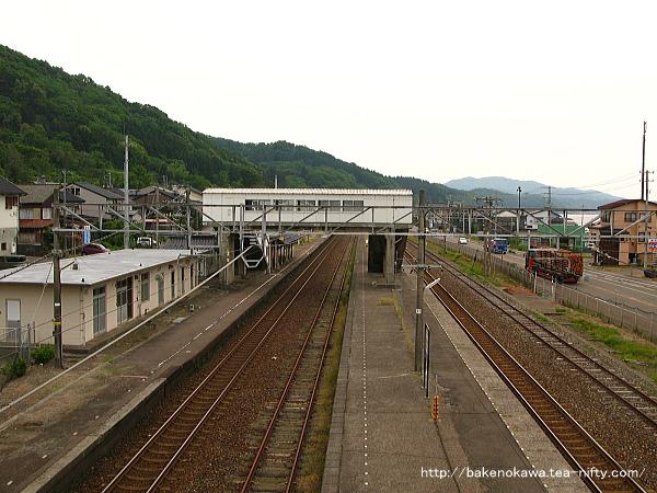構外跨線橋上から見た谷浜駅構内その3