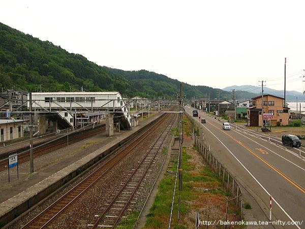 構外跨線橋上から見た谷浜駅構内その4