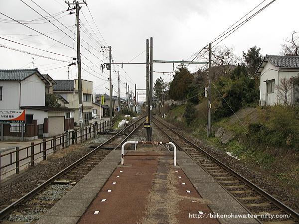 寺尾駅の島式ホームその2