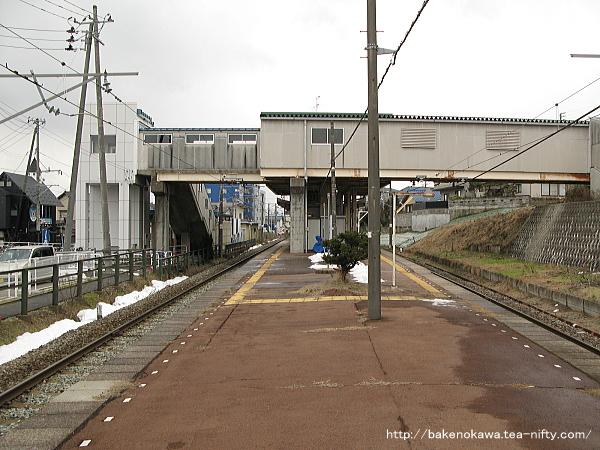 寺尾駅の島式ホームその4
