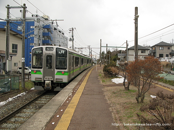 寺尾駅を出発するE127系電車その2