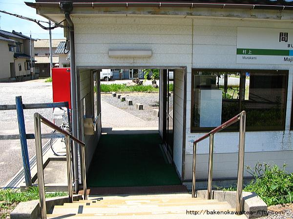 ホームから見た駅舎出入り口