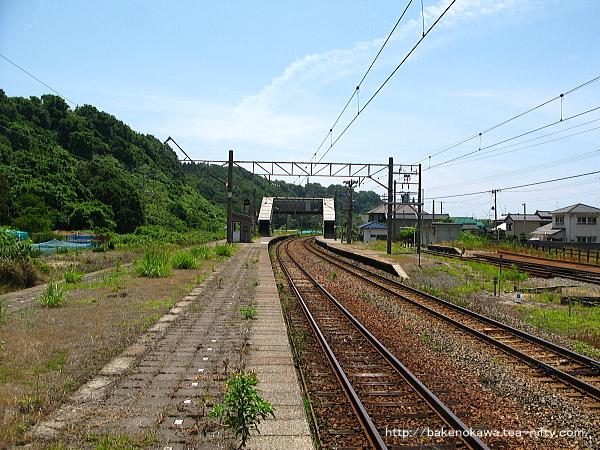 間島駅の島式ホームその二