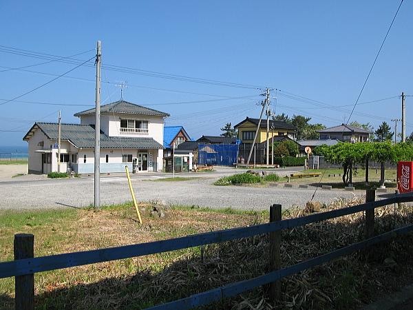 1番ホームから見た駅前広場の様子