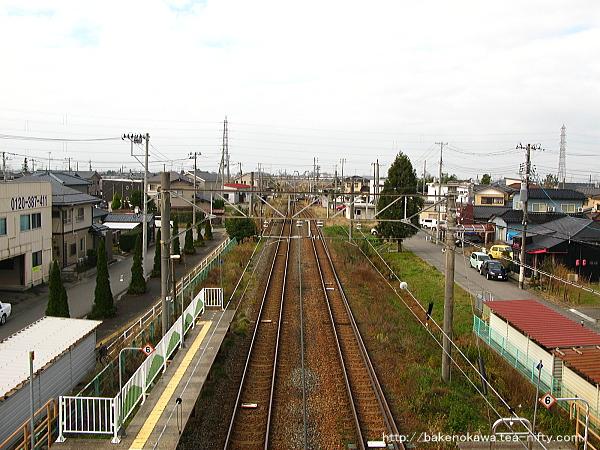 跨線橋上から新潟方を見る