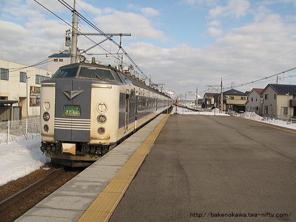 亀田駅を出発した「きたぐに」