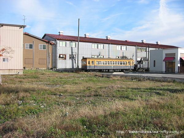 静態保存されている電車と凸形電気機関車