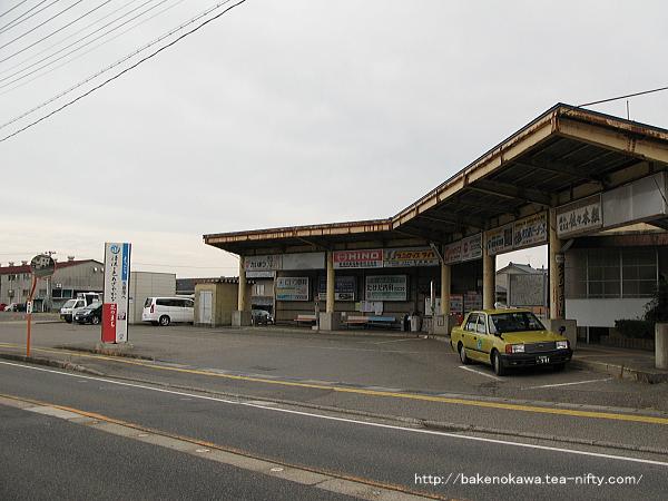 旧村松駅のバスターミナル