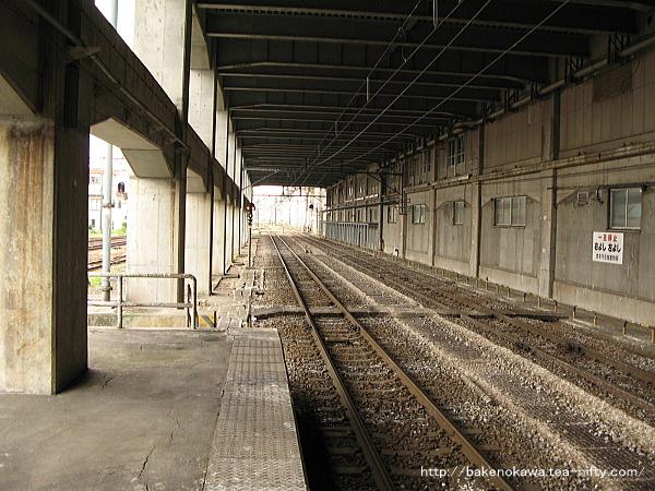 長岡駅の島式ホーム(2-3番線)その3