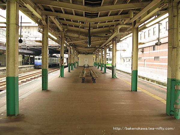長岡駅の島式ホーム(4-5番線)その4