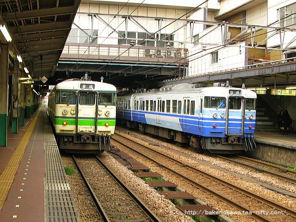 長岡駅で待機中の115系電車その2