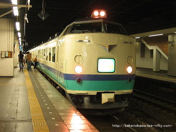 長岡駅に停車中の485系電車快速「くびき野」