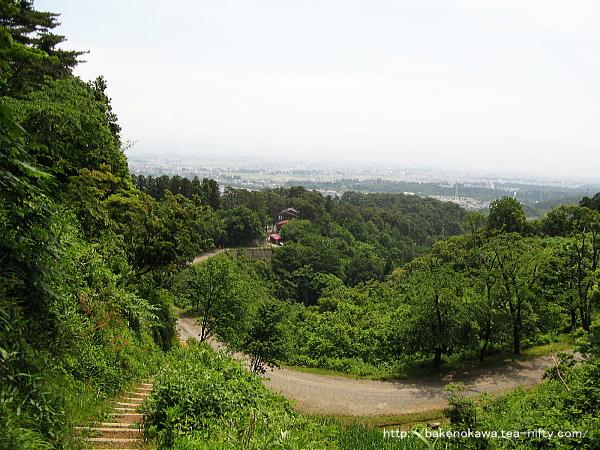 春日山城址に向けて登り始めます