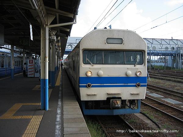 直江津駅で待機中の419系電車その2