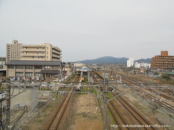 陸橋上から見た新発田駅全景