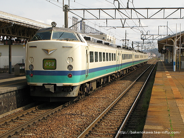 新発田駅から出発する485系電車特急「いなほ」
