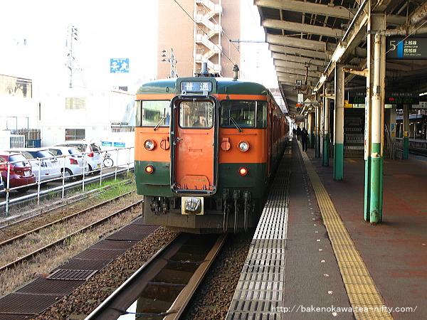 長岡駅で待機中の115系電車その4