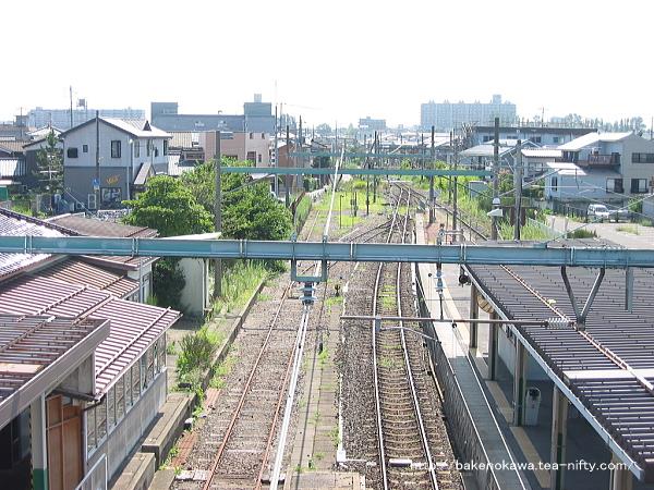 跨線橋上から見た関屋駅の旧構内その1