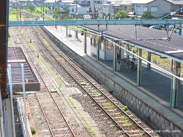 跨線橋上から見た関屋駅の旧構内そのふ