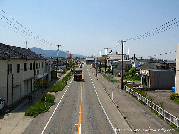 歩道橋上から見た国道七号線の新潟方