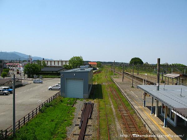 跨線橋上から見た構内の平木田駅方その一