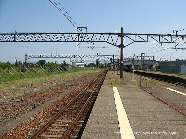 坂町駅の3-4番島式ホームその三