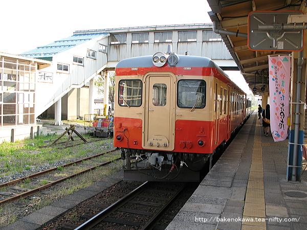 坂町駅で待機中のキハ52形気動車その二