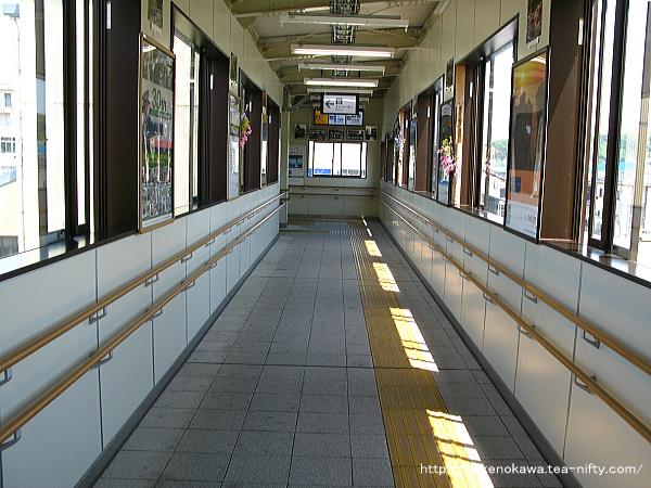 村上駅の跨線橋内部