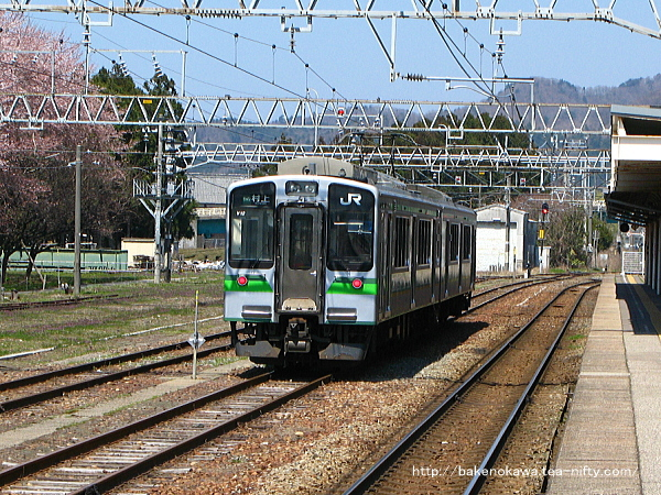 留置線で待機中のE127系電車