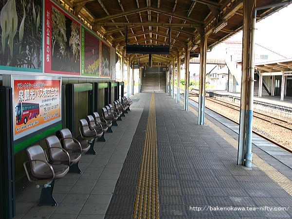 五泉駅の島式ホームその1